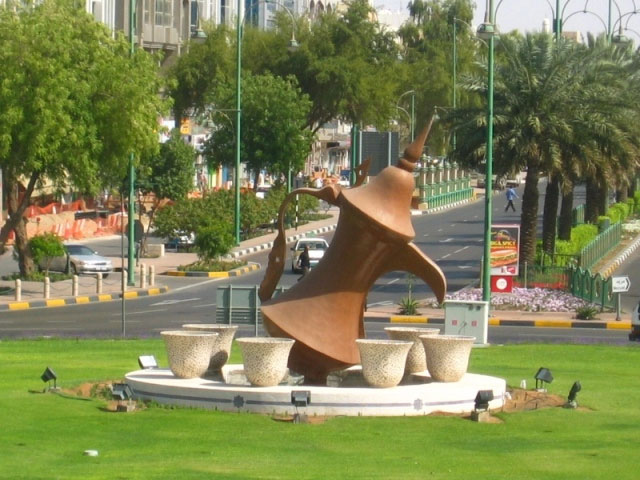 al ain is only a couple of kilometers from the foothills of the